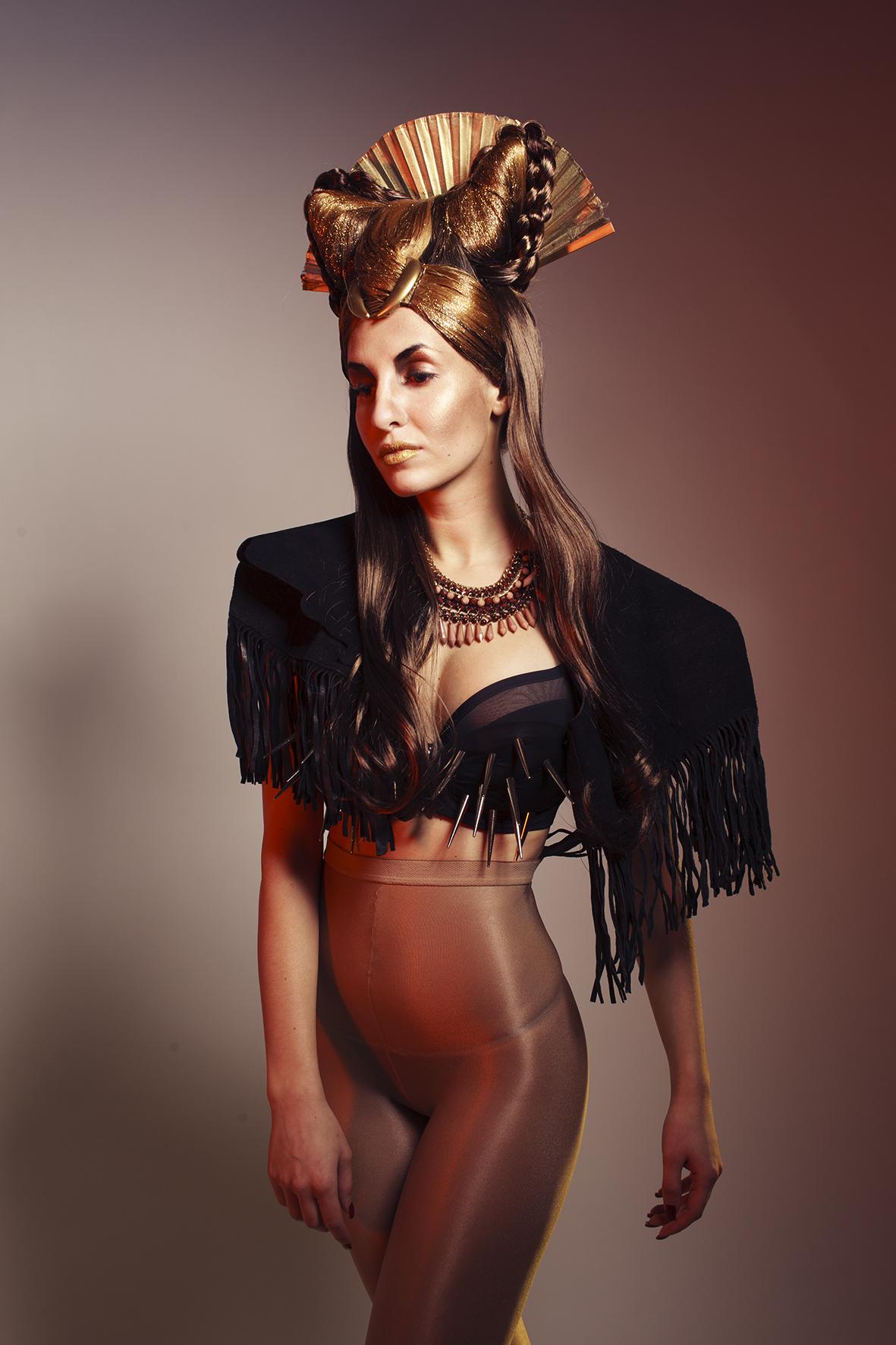 modebild med annorlunda kläder, reklam