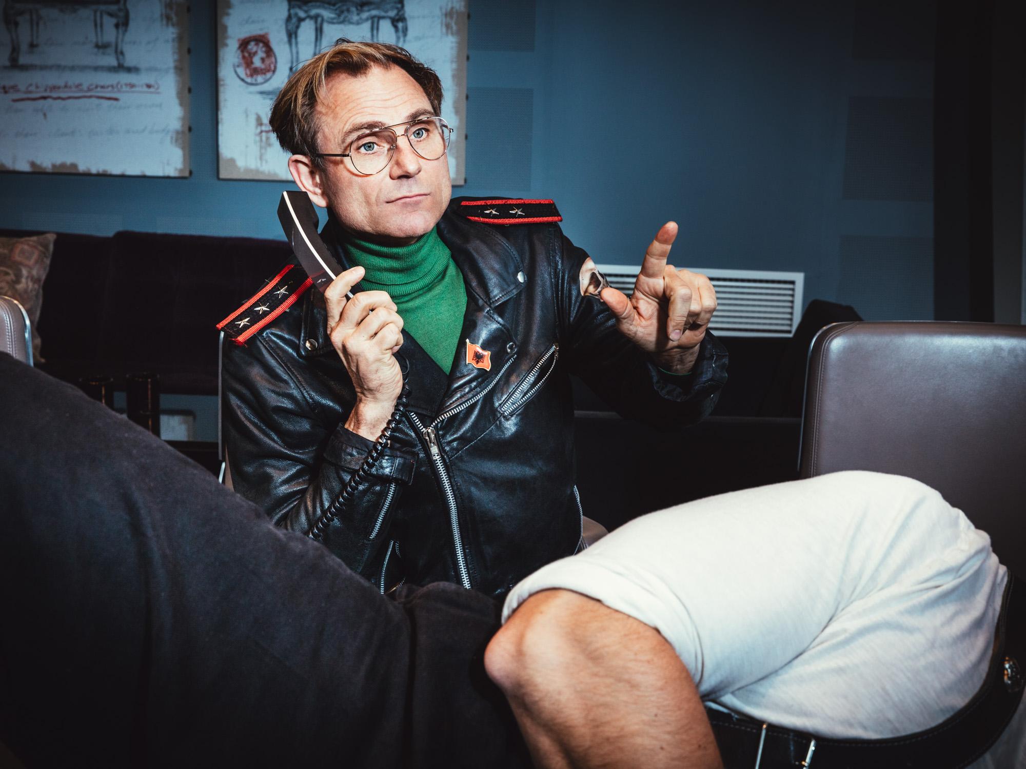 Peter Wahlbeck med telefon
