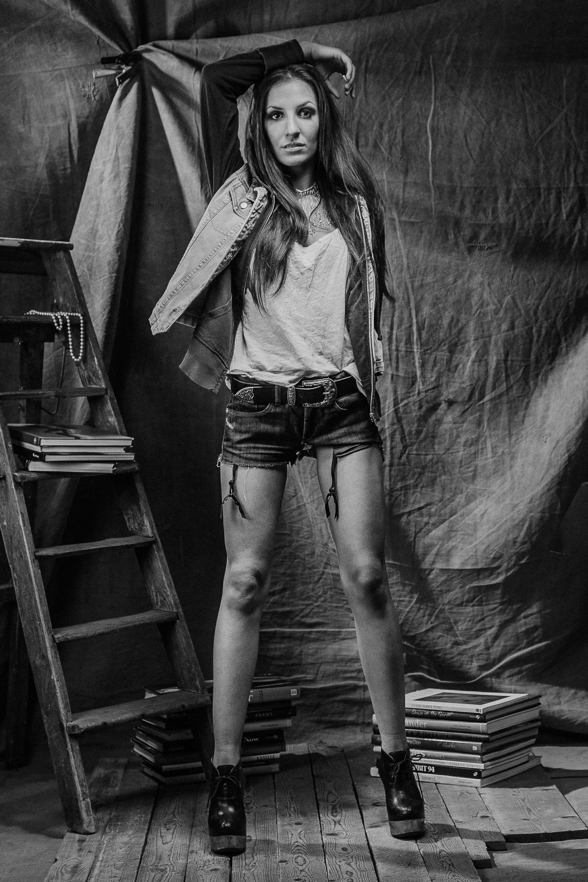 Modebild på Nina, svartvitt